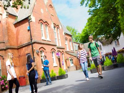 Kings Education – Bournemouth İngilizce Dil Okulu