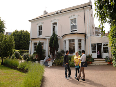 St.Giles International – Eastbourne İngilizce Dil Okulu